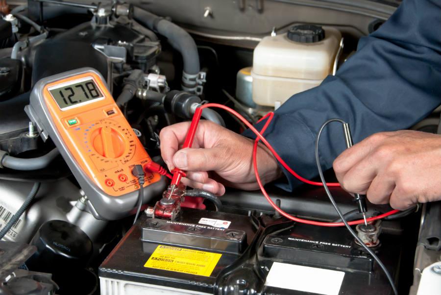 ¿Cómo probar la batería y el sistema de carga de un Murano?