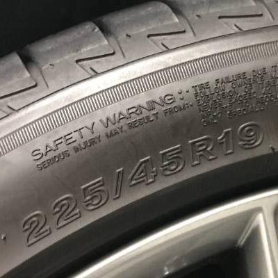 ¿Qué significan los números impresos en los neumáticos en un 307?