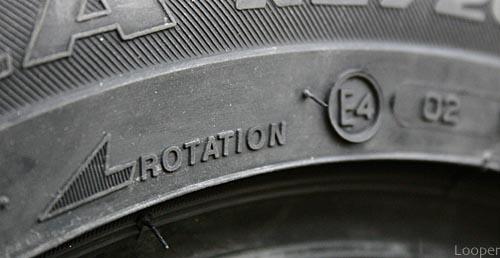 ¿Cómo rotar los neumáticos de tu XUV 500?